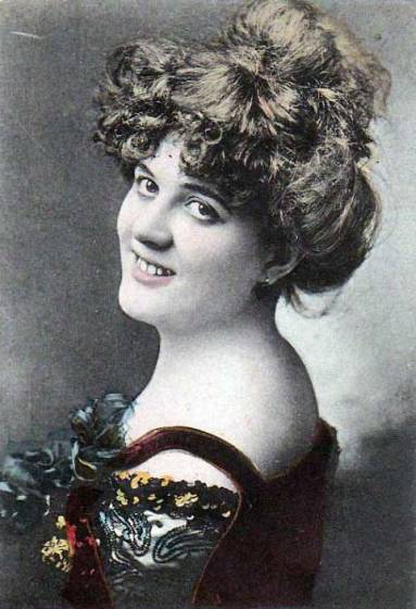 Rosa Grünberg, 1904. By Unknown photographer - Picture postcard, Public Domain, https://commons.wikimedia.org/w/index.php?curid=18401560